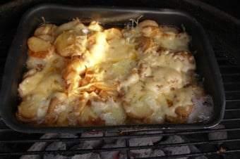 Flødebagte kartofler på Weber grill