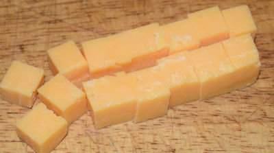 Tomatsalat med rød Cheddar ost