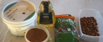 Sund morgenmad med skyr, hørfrø, mandler, kanel og Agave sirup